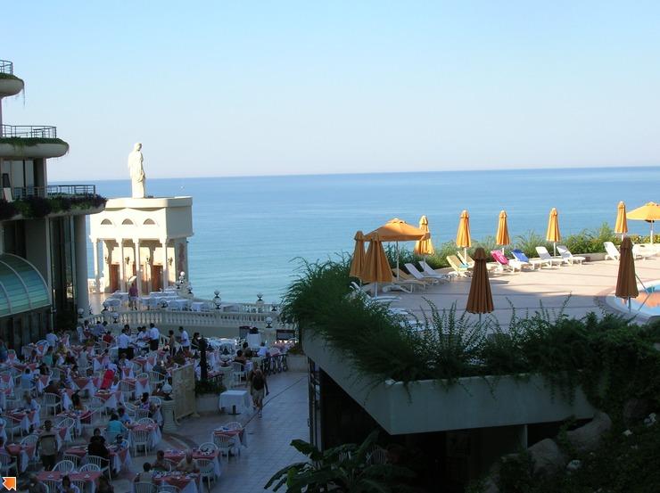 Вид с балкона слева