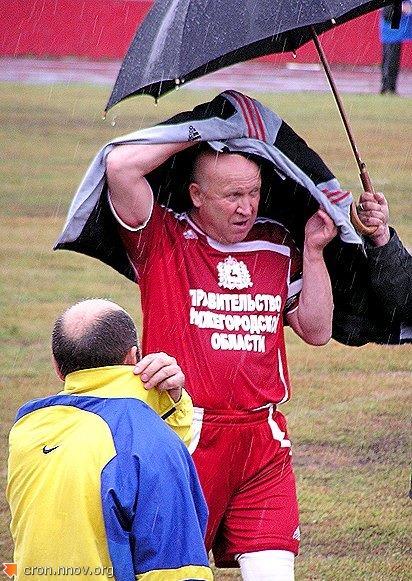 Губернатор Шанцев после игры в футбол с милиционерами