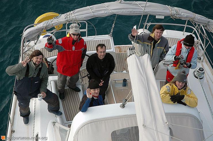 Яхтсмены в кокпите
