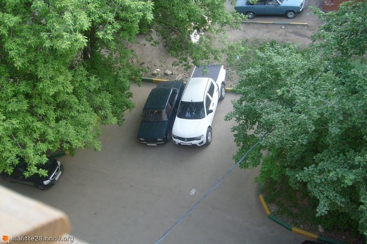 защита моего тазика от слива бензина(рядом машина старшего участкового- начальника в/з