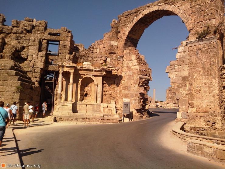 Триумфальная арка города византийских времен.