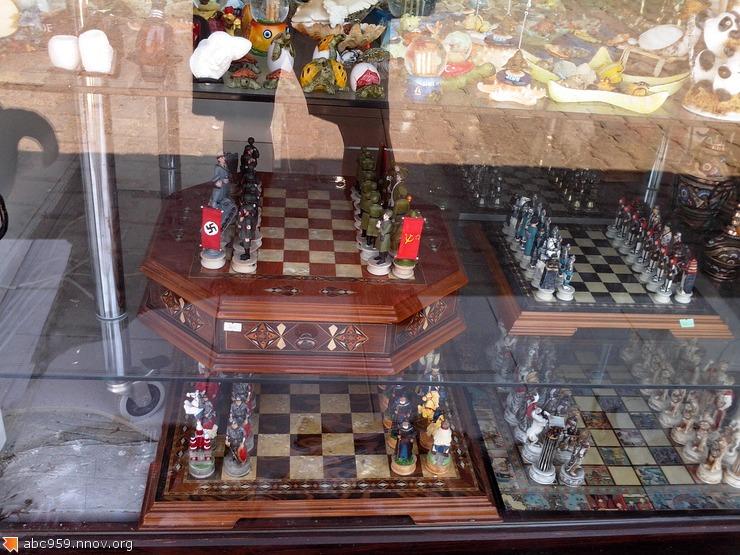 Шахматы в магазине.
