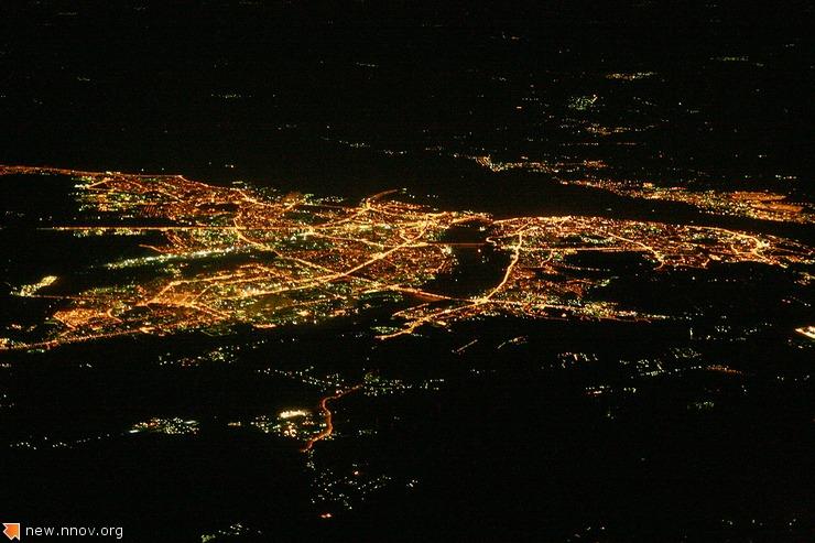 Ночной вид Нижнего Новгорода с высоты птичьего полета.jpg