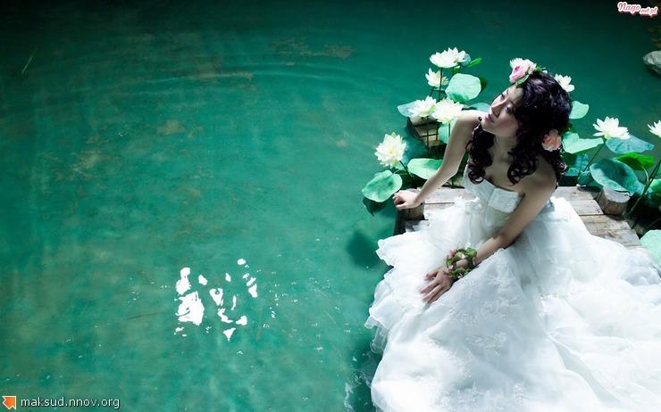 suknia-kobieta-woda-lubna.jpeg