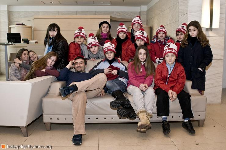 режиссер Серджо Бассо с детьми-актерами итал и русск.JPG