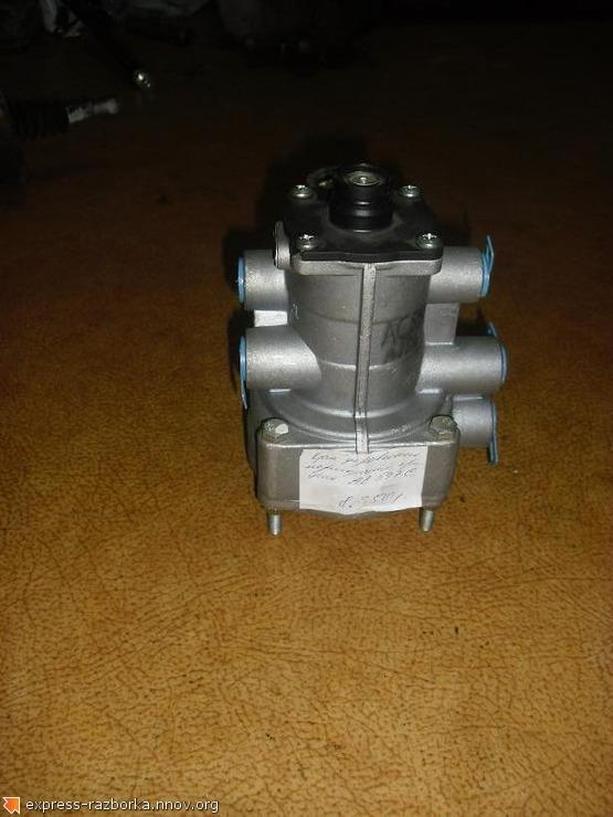 1642 Кран управления тормозами прицепа ac597c Iv.JPG