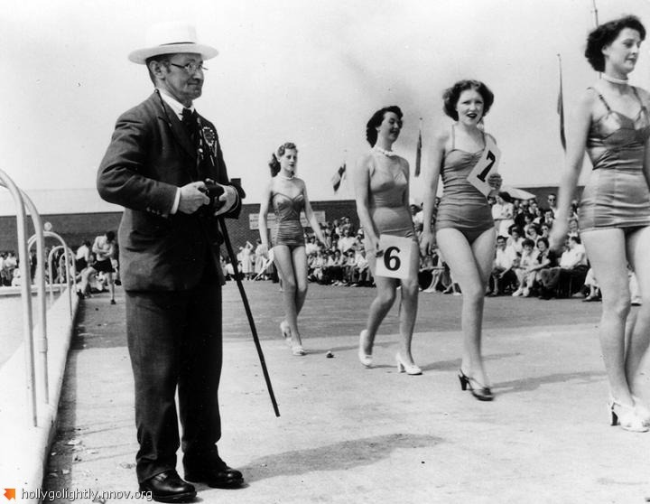 Holiday_Camp__Filey__Yorkshire__Competitions_for_all_and_everthing__1953_4fc8eeb173a03.jpg