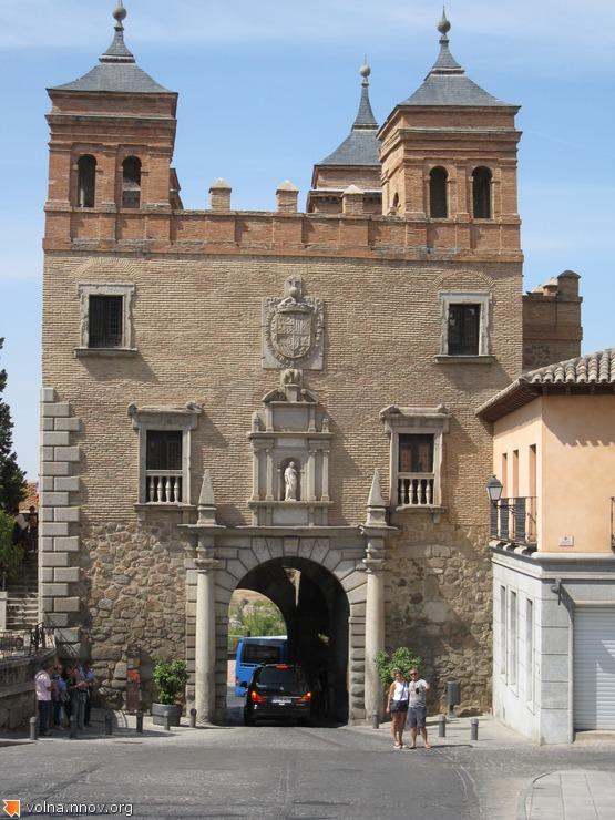 Ворота дель Камброн. Одни из 9-ти сохранившихся.
