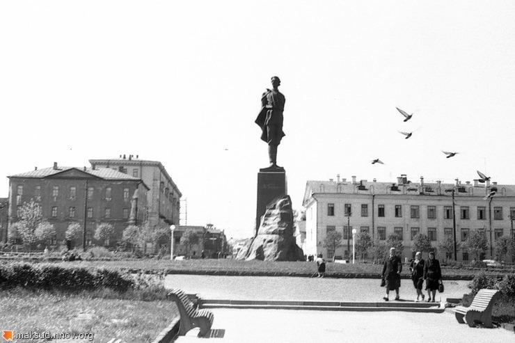 1950-е-Памятник-А.М.Горькому.jpg