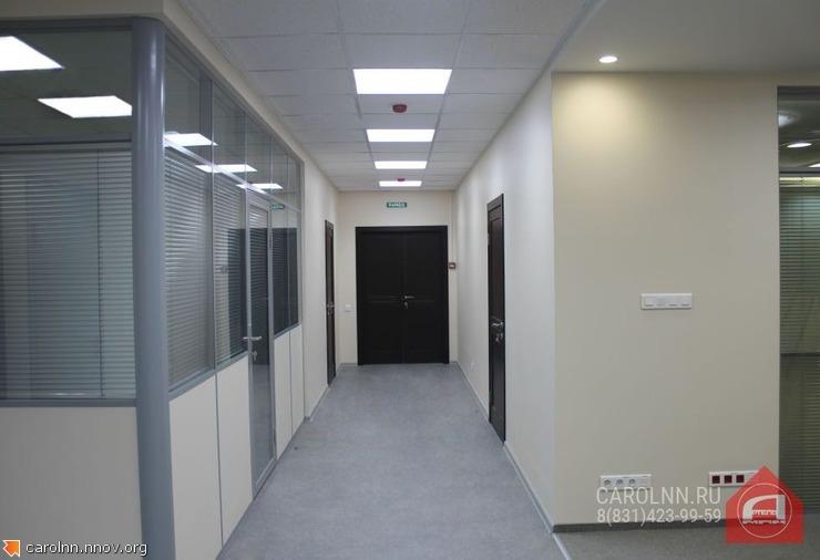 Kosmeticheskiy-remont-ofisa-v-Nizhnem-Novgorode-potolki-armstrong-i-oboi.jpg