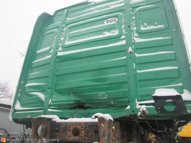 25490 Кабина Рено Магнум ае440 2005 Renault Magnum AE440 зелёная.jpg
