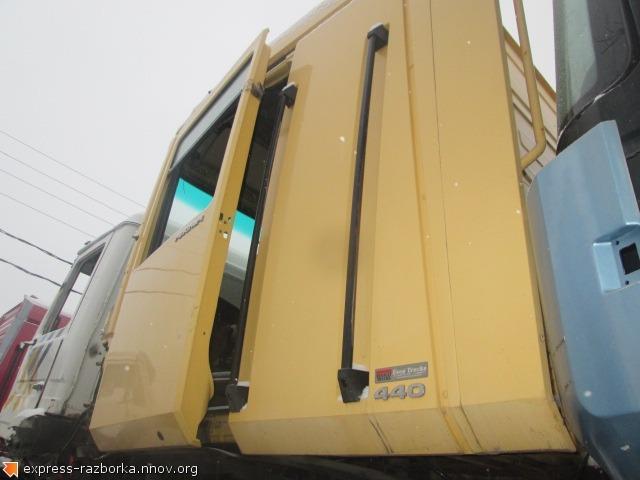 25495 Кабина Рено Магнум ае440 2004 Renault Magnum AE440 жёлтая.jpg