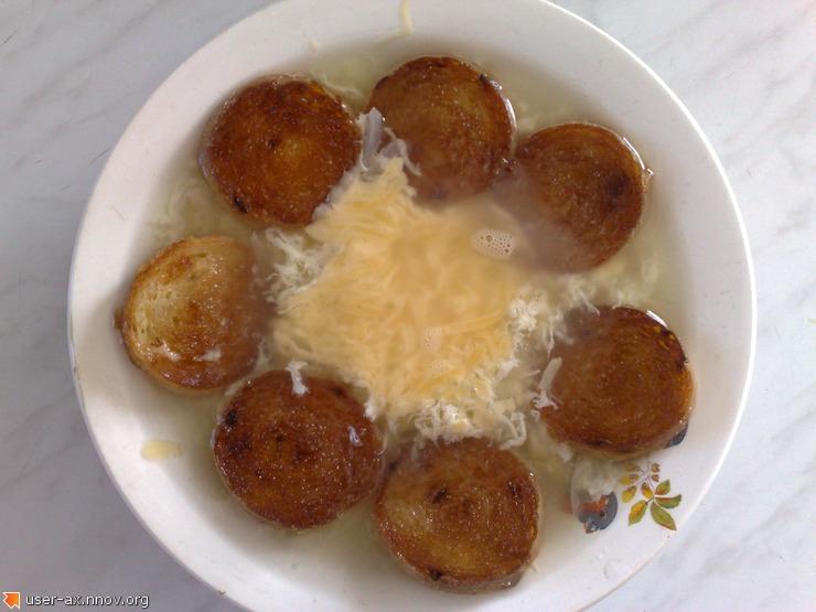 луковый суп с гренками.jpg